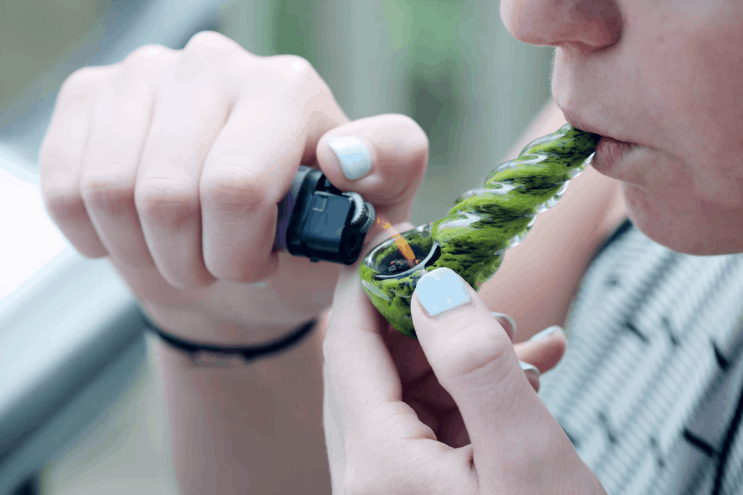 Person using the right vaping temperature